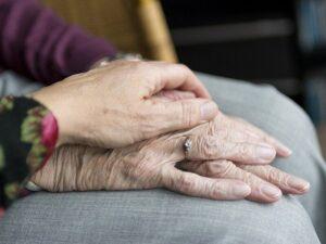 handen mantelzorg ouderen